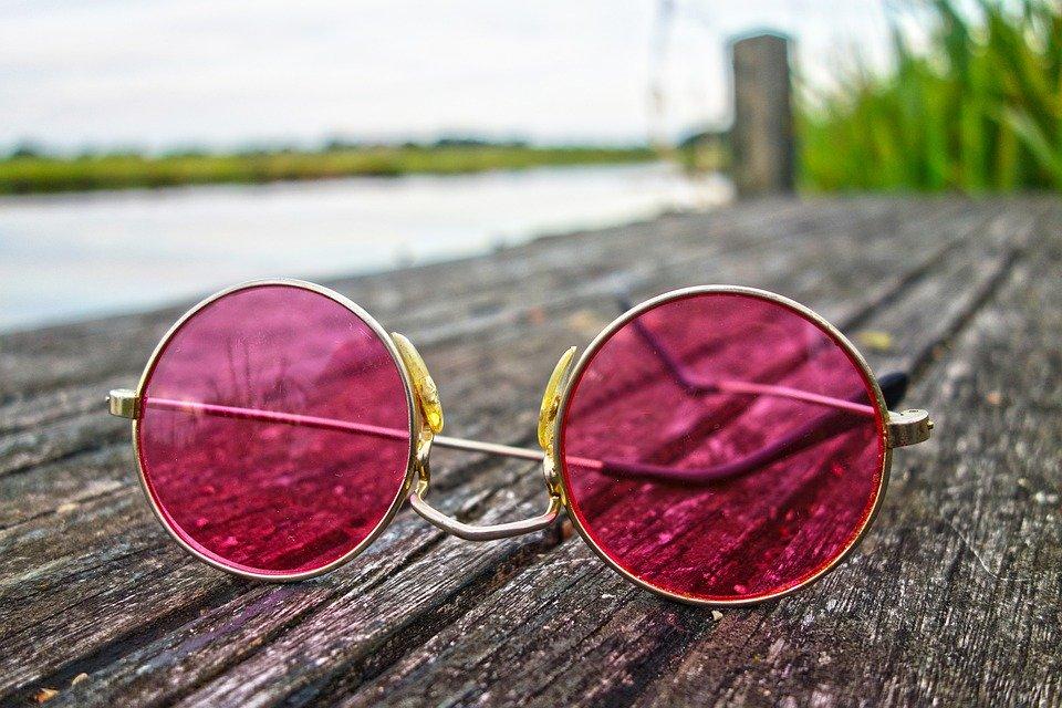 Door welke kleur bril zie jij deze wereld?